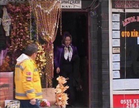 Kocasının dükkanını dağıttı