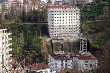 8 katlı apartmana 8 katlı merdiven