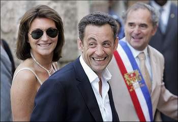 Sarkozylerin aile saadeti geride kaldı..