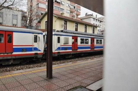 Tren raylarında feci kaza