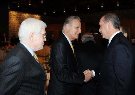 Başbakan sanatçılarla buluştu