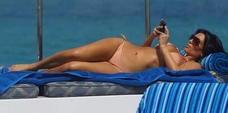 Kim Kardashian güneşlenirken görüntülendi