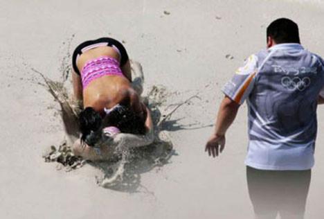 Ödül için çamurda güreştiler
