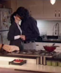 Büyük aşklarını bu öpücük bitirdi