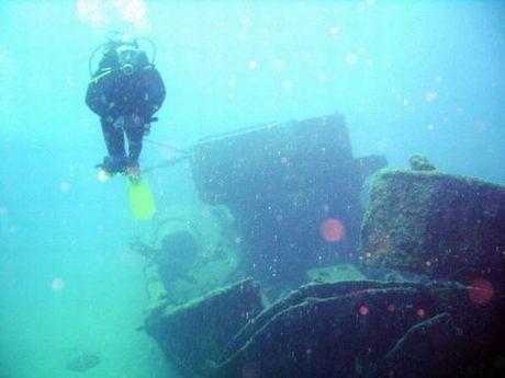 Denizin dibinde Atatürk heykeli