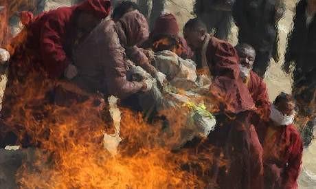 Çinde ölüler toplu olarak yakılıyor