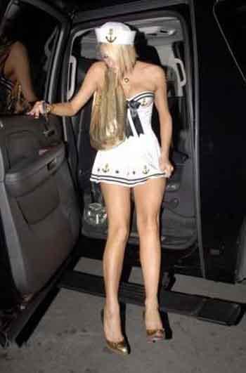 Paris Hilton yine yaptı yapacağını
