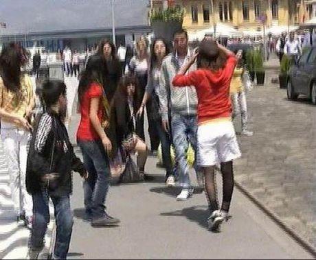 Sokak ortasında kız kavgası