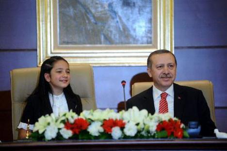 Erdoğan koltuğunu böyle devretti