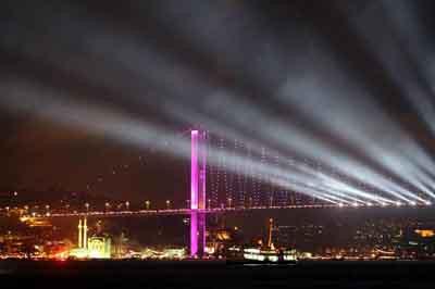 İstanbul Boğazında büyüleyen gece