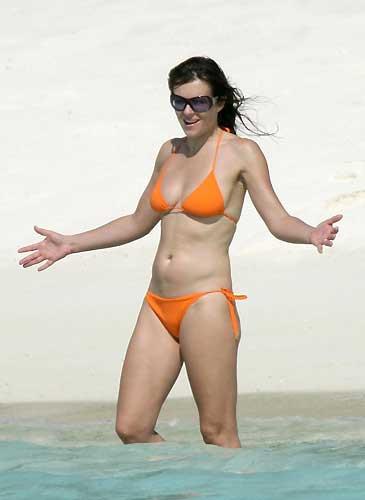 42 yaşındaki Liz Hurley hala formda