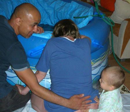 İkizler suda doğdu