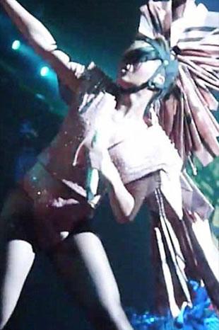 Lady Gagaya özeniyor!