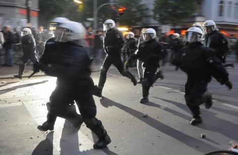Türk mahallesine saldırdılar!