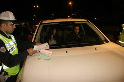 Cansu Dere ehliyeti kaptırdı