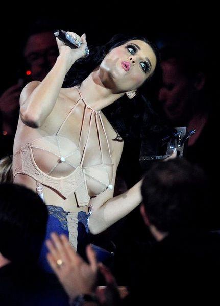 Katy Perry zirveye oturdu!