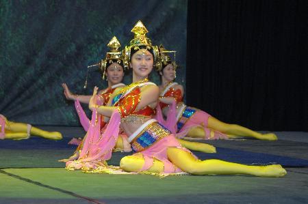 Çinli akrobatlar nefesleri kesti