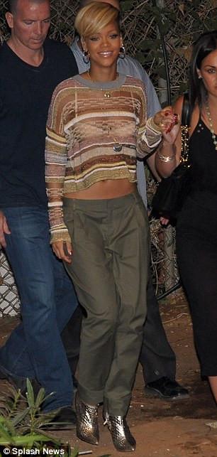 Rihannanın havuz keyfi