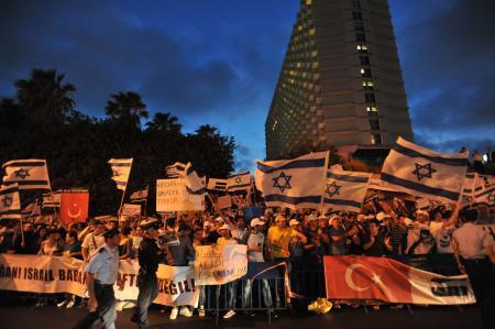 İsrailliler operasyonu kutluyor
