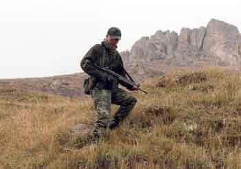 Mehmetçik karış karış PKKlı arıyor!