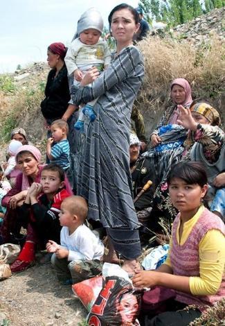 Özbekistan sınırında can pazarı