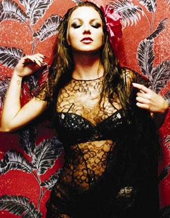 Britney makyajla poz verirse...