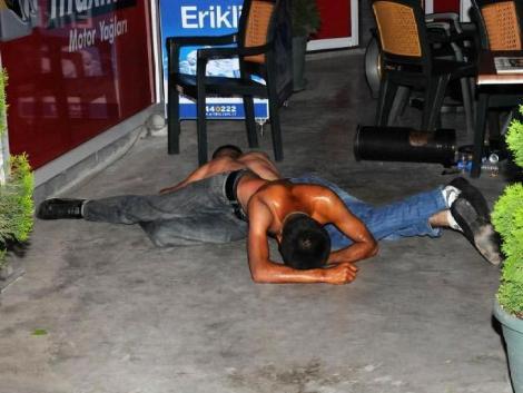 Benzin istasyonunda satırlı gece
