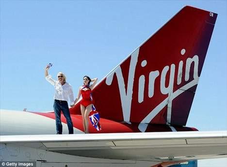 En ünlü striptizci uçuşa geçti