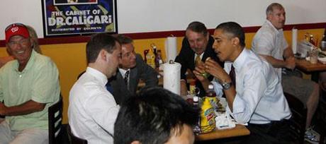 İki lider hamburgerciye gitti!