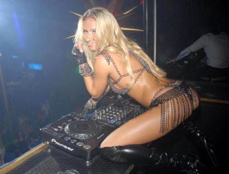 Üstsüz DJ Alanyada!