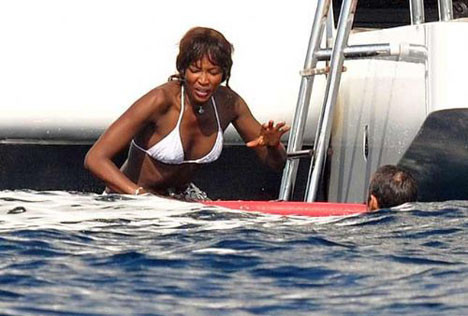 Naomi Campbell tatilde!