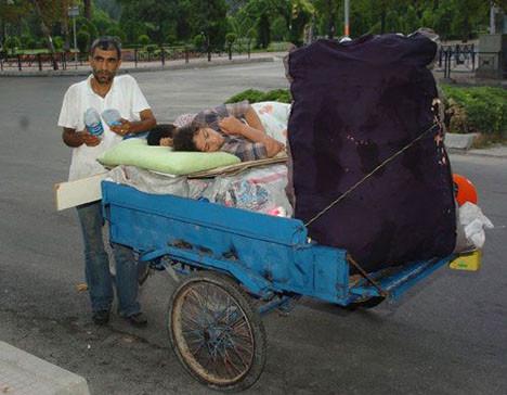 Üç tekerlekli tahta ev