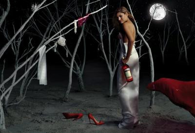 Eva Mendes takvim için poz verdi