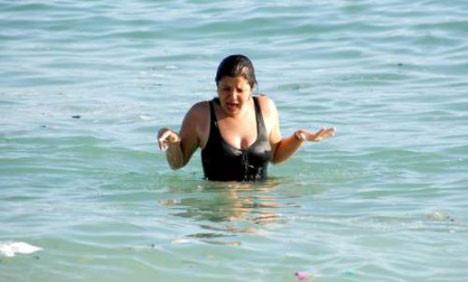 Ünlü plajda skandal görüntüler