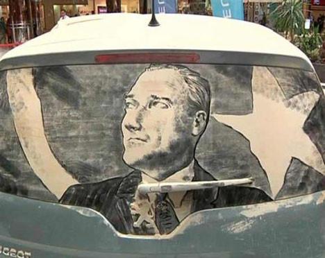 Tozlarla Atatürkü çizdi!