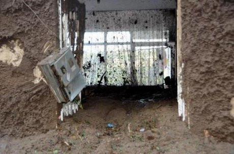 Rizede çamur, evi yuttu
