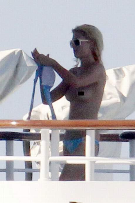 Paris Hiltonun üstsüz isyanı
