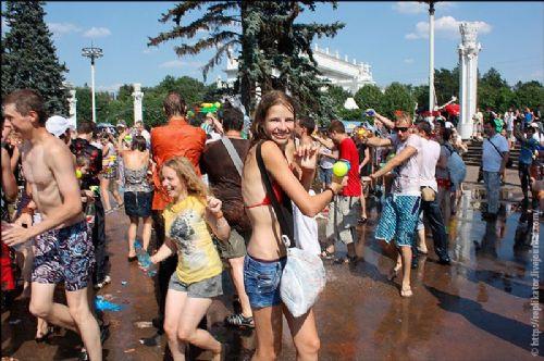 Ruslar sıcaktan delirdi!