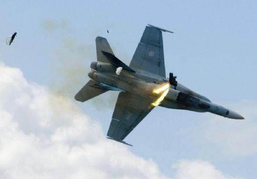 Jet burun üstü çakıldı, pilot kurtuldu