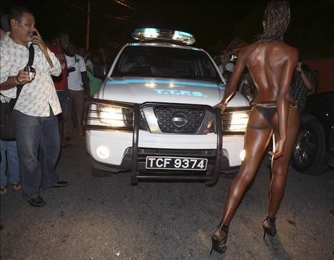 Sokak defilesi trafiği kilitledi