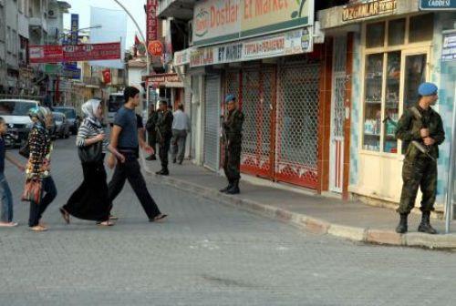 Hatay sokaklarında asker nöbette