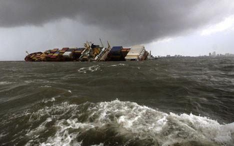 Hindistanda yük gemileri çarpıştı