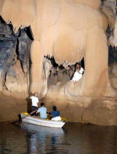 Tuğba Özay mağarada klip çekti