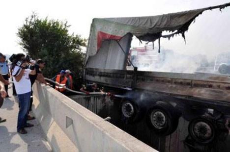 Adana otobanında akıl almaz kaza