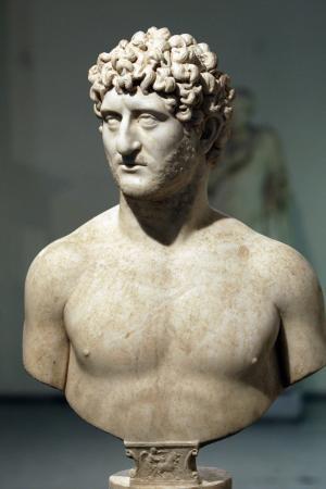2. yüzyıla ait mermer heykel bulundu