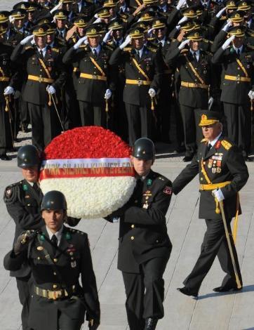 Anıtkabirde 30 Ağustos töreni