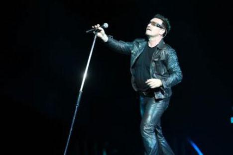 U2 büyüledi!