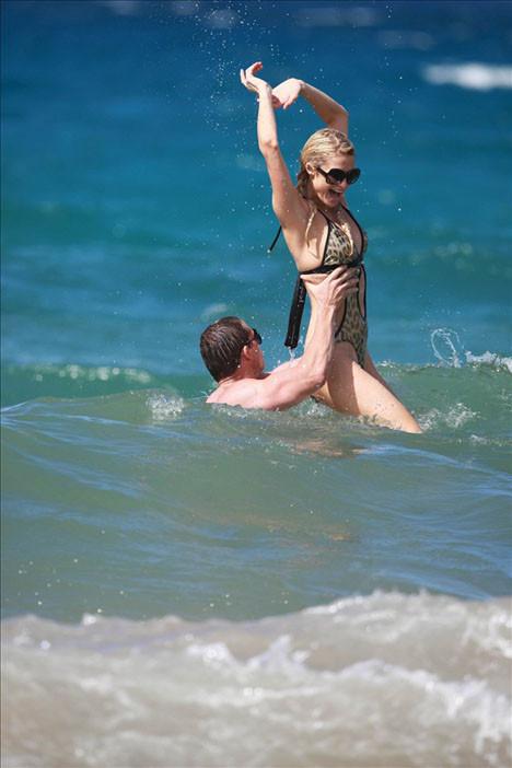 Paris Hilton tatilde!