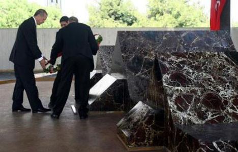 Menderesin mezarını ziyaret etti