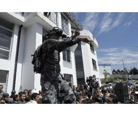 Ekvadorda polis darbesi!